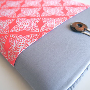 "15"" MacBook Pro Sleeve MBP with Retina Display Case Padded with Pocket - Coral Damask"