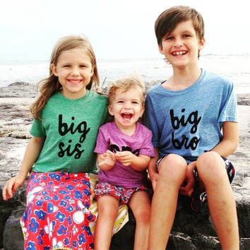 Screen printed Big Bro newborn baby photography big bro or big sis sibling shirts for birth announcement hospital outfit with newborn Colors- red, blue, grey, mint, purple- boys girl kids shirt