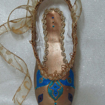 Gamzetti. La Bayadere. Nutcracker Arabian decorated pointe shoe. Nutcracker ballet gifts. Custom colors available.