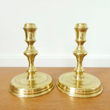 Pair Virginia Metalcrafters Raleigh candlesticks, CW 16-20  solid brass