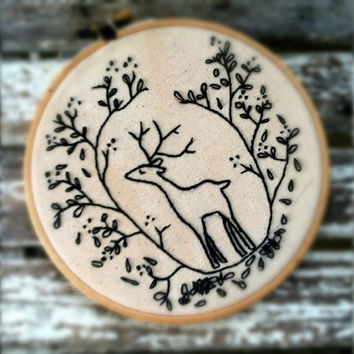 Embroidery hoop art . Deer embroidery . Deer Art . Forest . Cerf . Black Hoop Art . 6 inch hoop