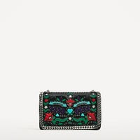 PRINTED CROSSBODY BAG WITH CHAIN DETAIL DETAILS