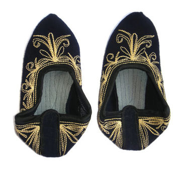 Vintage handmade female Rhodope bootees / slippers / of thick woolen cloth, embroidered with silk . Never used. Free Shipping