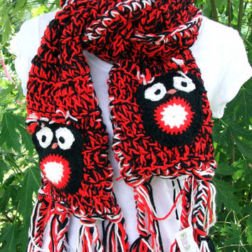 Crochet Owl Scarf. Owls. Barn Owl. Owl applique on each end. Made by Bead Gs on ETSY. Red and Black.
