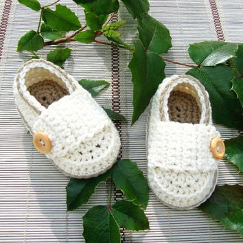 Baby Boy Booties, Newborn Shoes, beige Christening Shoes, handmade crochet Baby Shoes  Newborn Photos size: 9cm11cm,13cm