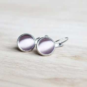 lilac cateye cabochon earrings // feminine pastel earring - 12 mm - minimalist everyday jewelry - women, girls