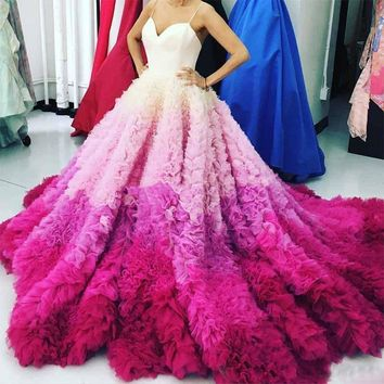 Luxury Gradient Fuchsia Long Evening Gowns Sexy Spaghetti Puffy Ruffle Chapel Train Prom Gown Formal Party Dress Bridal Vestidos