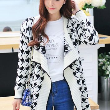 White Geometric Print Aztec Long Sleeve Loose-Fitting Fashion Knitted Cardigan