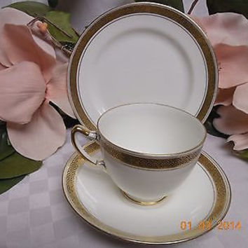 Paragon England China Dinnerware Fine Bone China Laracen #7824 3Pc Trio