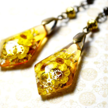 Real Dried Flower Dangle Earrings Yellow Flowers and Cogs, EcoFriendly Botanical Jewelry Resin Flower Earring