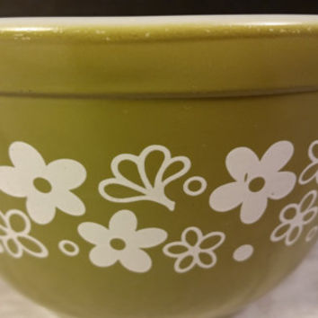 Pyrex 401 Spring Blossom Crazy Daisy Verde Green 1.5 Pint Nesting Bowl Pea Green Avocado Green Small Mixing Bowl White Flowers Made in USA