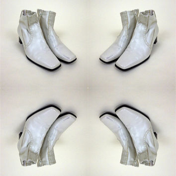 Funky Fresh White Patent Leather Booties // 70s Disco Style // Dancing Shoes // Size 6.5 M