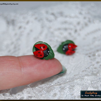 Earrings Ladybug, small studs polymer clay ladybugs, handmade small earrings, sweet ladybug earrings, polymer clay studs, cute ladybugs