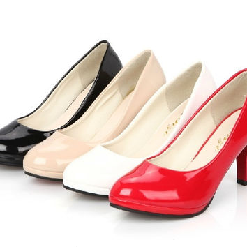 A new single shoes waterproof Taiwan High Heels Shoes Black White Red bride wedding shoes shoes = 1929882500