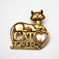 Cat Lover Brooch Signed  Danecraft gold tone Kitty with white pearl heart