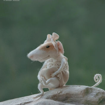 Felted mouse,needle mouse,art and collectibles,tender mouse,felt miniature,dolls & miniatures,felt figurine,mouse,felt ornamentREADY TO SHIP