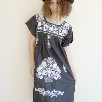 Vintage Mexican Ethnic Embroidered Black and White Hippie Boho Dress