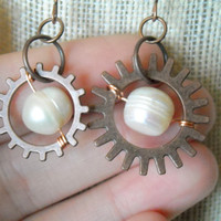 Pearl and copper steam punk earrings ,Copper earrings, freshwater pearl earrings, copper gear earrings,