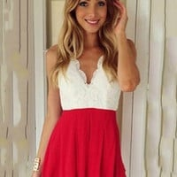Backless V-neck Halter Lace Pleated Romper