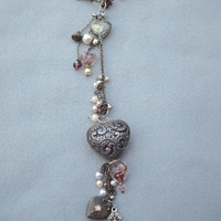 24 Inch Lariat Necklace with 9 1/2 Inch Dangle of Beads, Faux Pearls and Hearts Vintage