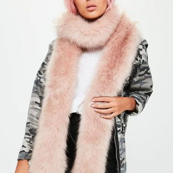 Missguided - Pink Faux Fur Long Shawl