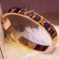 LV Louis Vuitton Popular Women Men Chic Leather Lovers Bracelet Accessories Jewelry