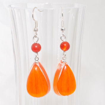 Earrings made of natural flower petals covered with resin jewelry and beads of agate on silver-plated fittings.