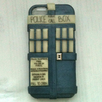 Doctor Who inspired TARDIS iPhone 5 hard cover case (GLOWS in the dark)