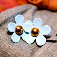 A Simple Daisy Earring