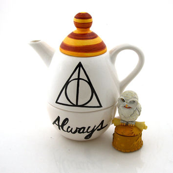 Harry Potter (R)  Deathly Hallows (R)  Inspired teapot, Always with gryffindor colors on lid
