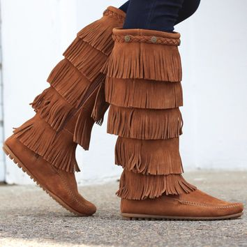 Minnetonka: 5 Layer Fringe Boot {Brown}