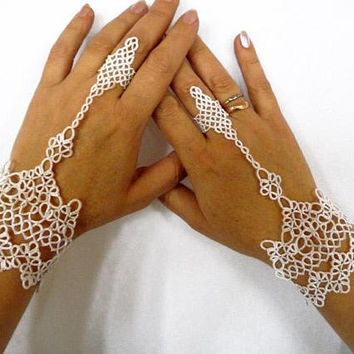 "Beauty gift-Wedding white  slave bracelet ring ""Calypso""-stunning wife gift-tatted bracelet-unigue gift for girlfriend-lace wedding"