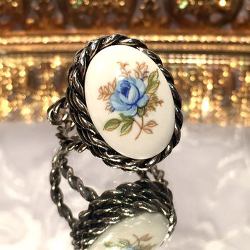 Vintage Sarah Coventry Blue Rose Cameo Silver Tone Adjustable Size Ring