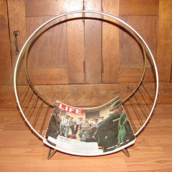 Vintage Round Metal Magazine Rack, Gold Finish Wire Magazine Holder, MCM Design