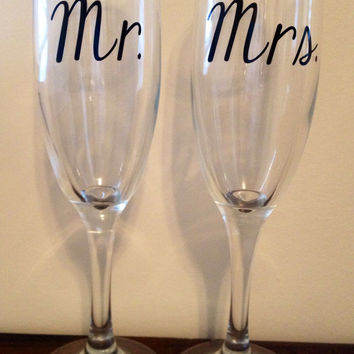 Mr. & Mrs. Toasting Flutes, Wedding Flutes, Champagne Toast, Wedding Toast