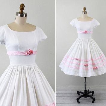 1950s wedding dress / 50s dress / White Eyelet Dress with Pink Roses and Ribbon Trim