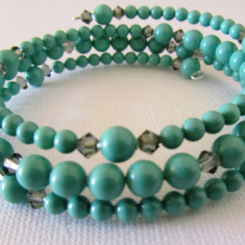 Jade Pearl with Black Diamond Bicone Memory Wire Bracelet