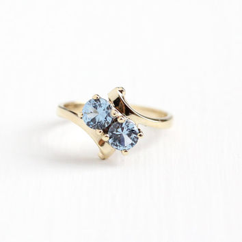 10k Yellow Gold Created Blue Spinel Bypass Ring - Size 6 1/4 Retro 1960s Toi et Moi Two Stone Simulated Aquamarine Fine Jewelry