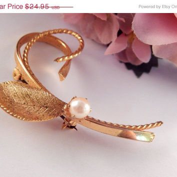 Swirling Leaf Brooch Prong-Set Cultured Pearl Coat Pin 1960's Fashion Vintage Costume Jewelry Gold Overlay Accessory