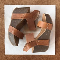 Go With Anything Wedge, Tan