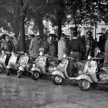 Vespa Scooter Rally Vintage 1959 Reproduction Photograph 8x10 inch VR-1