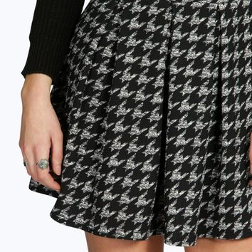 Amarah Crepe Dogtooth Box Pleat Skater Skirt | Boohoo