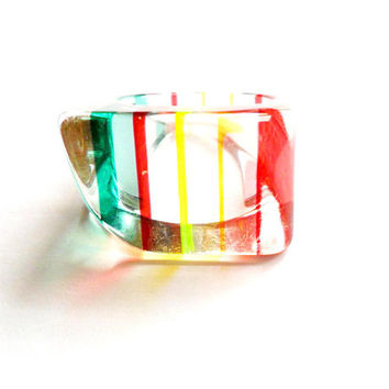 Vintage Striped Lucite Ring - Size 9 - Oblong Skewed Asymmetrical - Geometric - Rainbow Multi Color - Acrylic