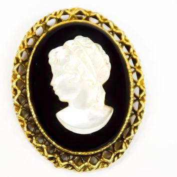 Cameo Brooch  - Cameo Brooch  - Gold Brooch  - Vintage Brooch  - Gift for her  - Mom Gift  - Fashionista Gift  - Heirloom Gift
