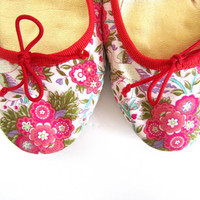 J. CREW BALLET FLATS // Women's Size 8 1/2, 8.5 // Lovely Springtime Floral with Red Trim // Made in Italy
