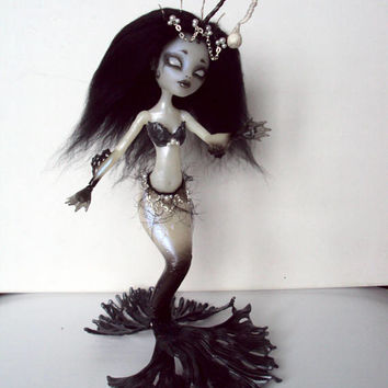 Monster High Repaint custom OOAK deep sea mermaid princess Sirena von boo