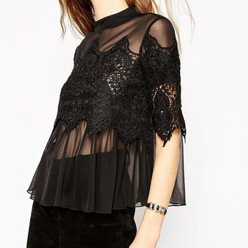 Summer Women's Fashion Lace Mosaic Blouse [6513248647]