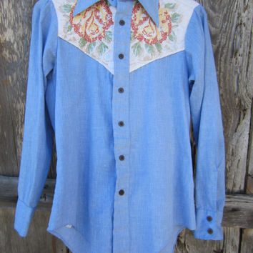 1976 Pale Blue Western Shirt w/ Floral Quilt Yoke and 1776 Bicentennial Buttons by Focus Career Club, S-M // 70s Cowgirl Shirt