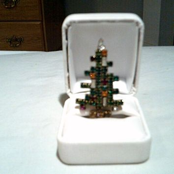 VINTAGE SIGNED WEISS 3 CANDLE CHRISTMAS TREE BROOCH