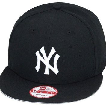 DCK4S2 New Era New York Yankees Snapback Hat ALL BLACK/White 'NY'/Grey Bottom